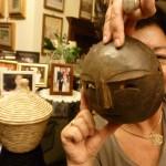 In maschera per difenderci dal virus